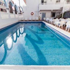 Отель Apartamentos Lux Mar Испания, Ивиса - отзывы, цены и фото номеров - забронировать отель Apartamentos Lux Mar онлайн бассейн фото 2
