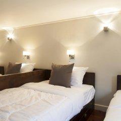 Golden Mountain Hostel Стандартный семейный номер с двуспальной кроватью (общая ванная комната) фото 5