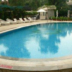 Отель The Royal Plaza Индия, Нью-Дели - отзывы, цены и фото номеров - забронировать отель The Royal Plaza онлайн бассейн фото 2