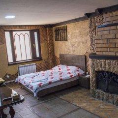 2x2 Cinema-Bar Hotel & Tours Семейный люкс с двуспальной кроватью фото 2