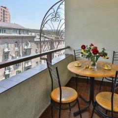 Отель One Way Hostel & Tours Армения, Ереван - отзывы, цены и фото номеров - забронировать отель One Way Hostel & Tours онлайн балкон