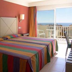 Отель Blau Punta Reina Resort комната для гостей фото 2
