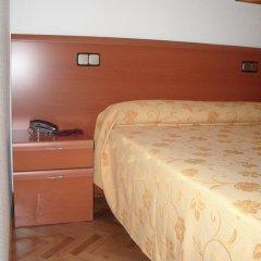 Отель Hostal Jerez Стандартный номер с различными типами кроватей фото 6