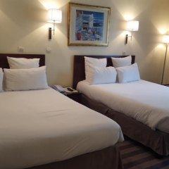 Отель Hôtel Saint Cyr Etoile 3* Улучшенный семейный номер с двуспальной кроватью фото 5