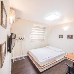 Хостел Itaewon Inn Стандартный номер с двуспальной кроватью фото 18