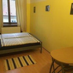 Hostel EMMA Стандартный номер с двуспальной кроватью (общая ванная комната) фото 9