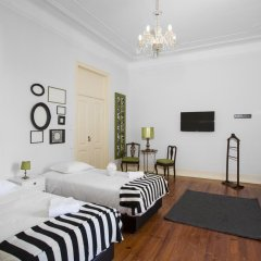 Отель Typical Lisbon Guest House комната для гостей фото 4