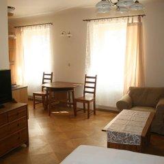 Апартаменты Apartment Stare Mesto Anenska комната для гостей