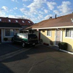 Отель Holiday Motel Oakdale парковка