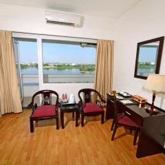 Century Riverside Hotel Hue 4* Номер Делюкс с различными типами кроватей фото 8