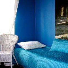 Yoga Hostel Zelenaya Tara Кровать в мужском общем номере с двухъярусной кроватью