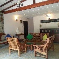 Отель Thiranagama Beach Hotel Шри-Ланка, Хиккадува - отзывы, цены и фото номеров - забронировать отель Thiranagama Beach Hotel онлайн интерьер отеля фото 2