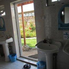 Отель Happy Nomads Yurt Camp Кыргызстан, Каракол - отзывы, цены и фото номеров - забронировать отель Happy Nomads Yurt Camp онлайн ванная фото 2