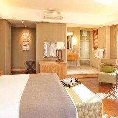 Отель Hollow on the Sqare 4* Стандартный номер с двуспальной кроватью фото 3
