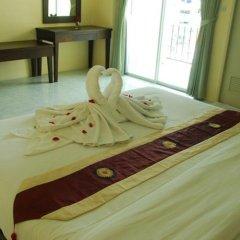 Отель Patong Palm Guesthouse в номере фото 2