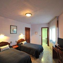 Отель Hostal la Carrasca Стандартный номер с 2 отдельными кроватями фото 5