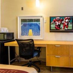 Отель Red Roof Inn Tulare - Downtown/Fairgrounds 2* Улучшенный номер с различными типами кроватей фото 2