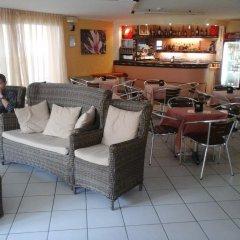 Отель Half Moon гостиничный бар фото 3