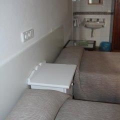 Отель Hostal Las Nieves Стандартный номер с 2 отдельными кроватями (общая ванная комната) фото 14