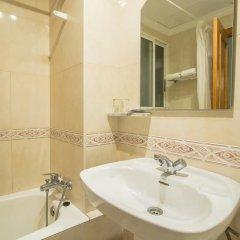 Отель Hostal La Lonja Стандартный номер с различными типами кроватей фото 7