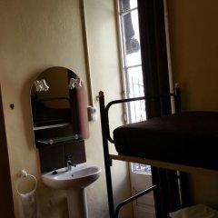 Отель Hostal MiMi Las Ramblas Номер с общей ванной комнатой с различными типами кроватей (общая ванная комната) фото 4