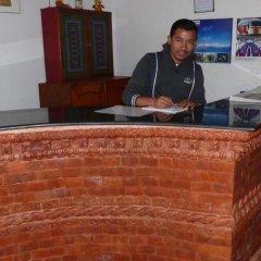 Отель The Third Eye Inn Непал, Покхара - отзывы, цены и фото номеров - забронировать отель The Third Eye Inn онлайн гостиничный бар