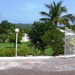 Отель Southview Hotel Ямайка, Санта-Крус - отзывы, цены и фото номеров - забронировать отель Southview Hotel онлайн спортивное сооружение