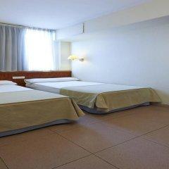 Отель Hesperia Sant Joan Suites 3* Стандартный семейный номер с различными типами кроватей фото 8