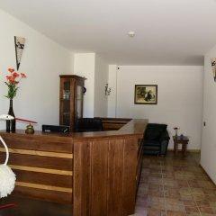 Отель Sinabovite Houses Болгария, Боженци - отзывы, цены и фото номеров - забронировать отель Sinabovite Houses онлайн интерьер отеля