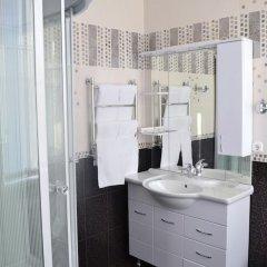 Гостиница Версаль в Майкопе отзывы, цены и фото номеров - забронировать гостиницу Версаль онлайн Майкоп ванная фото 2