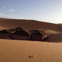 Отель Merzouga Desert Camp Марокко, Мерзуга - отзывы, цены и фото номеров - забронировать отель Merzouga Desert Camp онлайн приотельная территория фото 2