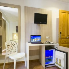 Отель Hostal Adelino Улучшенный номер с различными типами кроватей фото 7