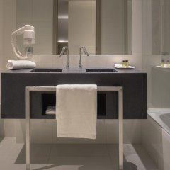 Отель NH Collection Porto Batalha 4* Улучшенный номер с различными типами кроватей фото 8