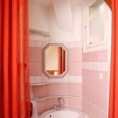 Отель Hôtel Marignan Стандартный номер с различными типами кроватей (общая ванная комната) фото 8