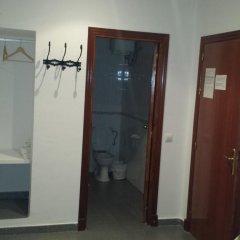 Отель Hostal Cuesta de Belén Стандартный номер с различными типами кроватей фото 4