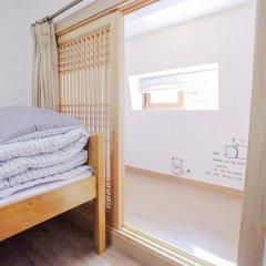 Отель Hi Jun Guesthouse Hongdae 2* Стандартный номер с различными типами кроватей фото 7