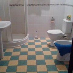 Гостиница Oligarh Guesthouse в Санкт-Петербурге отзывы, цены и фото номеров - забронировать гостиницу Oligarh Guesthouse онлайн Санкт-Петербург ванная