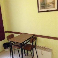Отель Hostal Nilo Номер с общей ванной комнатой с различными типами кроватей (общая ванная комната) фото 4