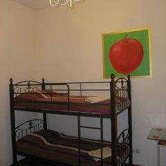 Хостел Радужный Кровать в общем номере двухъярусные кровати фото 9