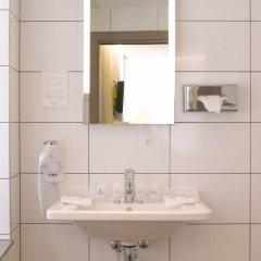 Отель Martins Brugge 3* Номер Charming с двуспальной кроватью фото 6