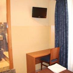 Отель Hostal Mont Thabor Улучшенный номер с различными типами кроватей фото 26