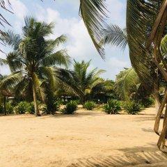 Отель Akwidaa Inn пляж