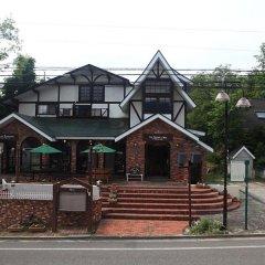 Отель Lodge Karunaju & The Alpine Grill Хакуба парковка