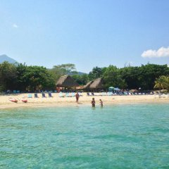 Отель Tranquility Bay Beach Retreat пляж