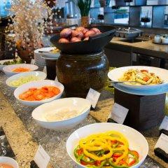 Отель The Westin Siray Bay Resort & Spa, Phuket Таиланд, Пхукет - отзывы, цены и фото номеров - забронировать отель The Westin Siray Bay Resort & Spa, Phuket онлайн питание фото 3