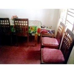 Отель Hikka Train Hostel Шри-Ланка, Хиккадува - отзывы, цены и фото номеров - забронировать отель Hikka Train Hostel онлайн питание фото 2