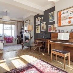 Отель onefinestay - Highbury private homes интерьер отеля