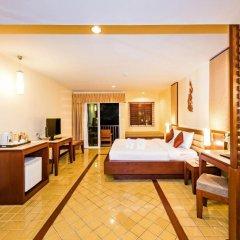Отель Duangjitt Resort, Phuket 5* Номер Делюкс с двуспальной кроватью фото 15