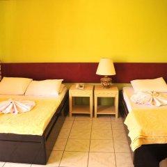 Sun Kiss Hotel Стандартный семейный номер с двуспальной кроватью
