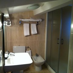 Отель Hostal Adelia 2* Стандартный номер с различными типами кроватей фото 7